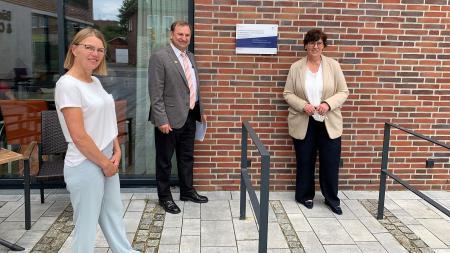 von links: Bauausschussvorsitzende Inge Schnepel, Bürgermeister Volker Nielsen und Sabine Sütterlin-Waack