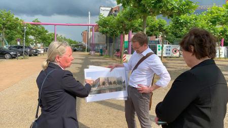 von links: Stadträtin Doris Grondke, Sabine Sütterlin-Waack, Florian Gosmann vom Stadtplanungsamt