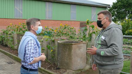 Sozialminister Garg zu Besuch beim Bioland-Bauernhof der Stiftung Mensch