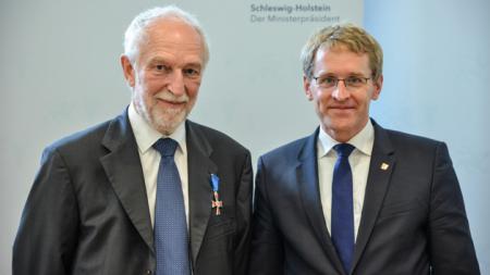 Professor Dr. Henrik Becker-Christensen (l.) und Ministerpräsident Daniel Günther