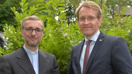 von links. Erzbischof Dr. Stefan Heße und Ministerpräsident Daniel Günther