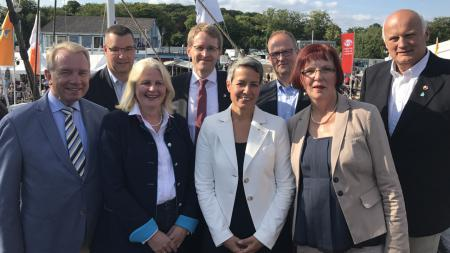 Gruppenfoto mit Ministerpräsident Günther