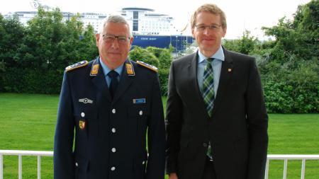 Ministerpräsident Daniel Günther (r.) und Oberst Ralf Güttler.