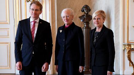 Ministerpräsident Daniel Günther, Königin Margrethe II. und Mette Bock, dänische Ministerin für Kultur und Kirchen.