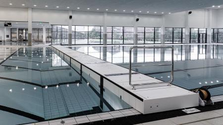 Das 50-Meter-Becken des neuen Freizeit- und Sportbades Kiel.