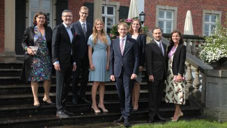 Prisca Biermann (v.l.), Dr. Christian Kuhnt, Marc Fielmann, Sophie Fielmann, Daniel Günther, Anke Günther, Dr. Sven Murmann, Dr. Stefanie Murmann
