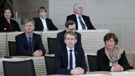 Ministerpräsident Daniel Günther bei der Gedenkfeier im Landtag.