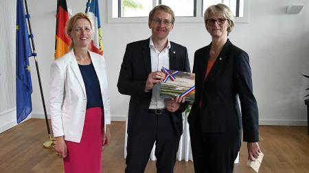 Bildungsministerin Prien (v.l.) und Ministerpräsident Günther empfingen Bundesministerin Karliczek in Kiel.