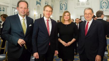 UVNord-Geschäftsführer Michael Thomas Fröhlich (v.l.), Ministerpräsident Daniel Günther, Hamburgs Zweite Bürgermeisterin Katharina Fegebank und Verbands-Präsident Uli Wachholtz.