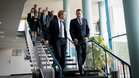 Ministerpräsident Daniel Günther (l.) verabschiedet den amerikanischen Botschafter Richard A. Grenell.