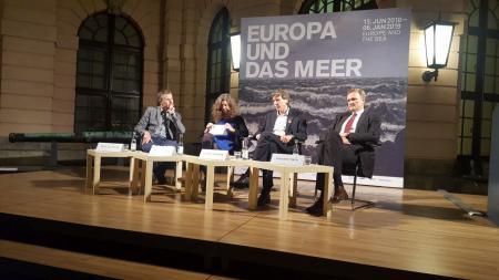 Moderator Dirk Steffens im Gespräch mit Angela Engels, Martin Visbeck und Karsten Sach
