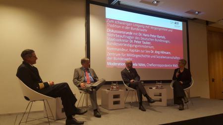 Moderatorin D. Vates im Gespräch mit J. Hillmann, H.-P. Bartels und P. Tauber