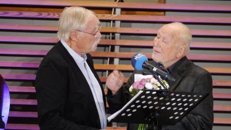 De Ehrengäst Fritz Reuter und Klaus Groth, verkörpert von den Schauspielern Werner Hoffmann-Limburg und Rudolf Korf