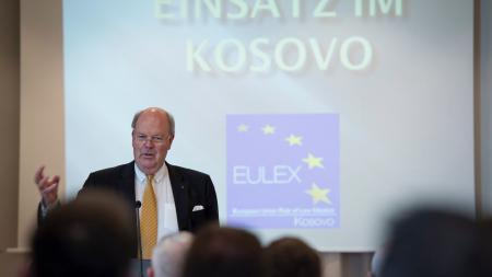 Hans-Joachim Grote spricht vor Polizistinnen und Polizisten