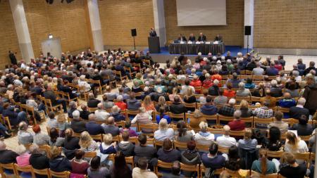 Rund 450 Besucher sind zur Informationsveranstaltung in die Stadthalle gekommen.