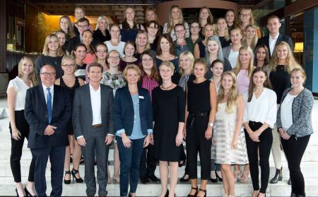Gruppenfoto mit den jahrgangsbesten Auszubildenden der Freien Berufe