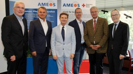 v.l.: Hr. Wiener (AMEOS Nord), Hr. Dieckmann (AMEOS Gruppe), Minister Dr. Garg, Hr. Tüting (AMEOS Klinika in Holstein), Dr. Schmid (DRK krankenhaus Mölln-Ratzeburg), Hr. Stark (AMEOS Einrichtungen Ratzeburg)