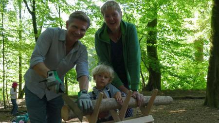 Minister Garg unterwegs mit kleinen Naturexperten