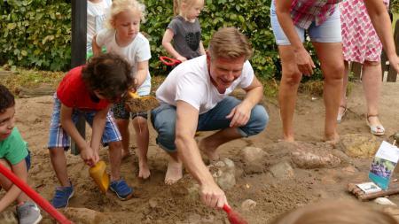 """Familienminister Heiner Garg schickt """"TIK Kompakt"""" auf die Reise"""