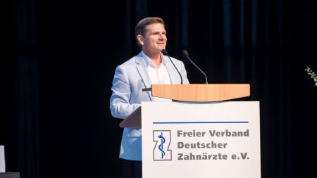 Minister Garg bei der Podiumsdiskussion