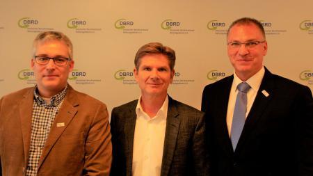 v.l.n.r.: Hans-Martin Grusnick, Ärztlicher Beirat DBRD, Minister Dr. Garg, Marco K. König, 1. Vorsitzender DBRD