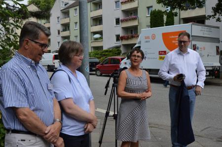 v. l. Dr. Henning Janke, Diakoniepastorin Dörte Eitel und rechts neben Frau Heinold Bürgermeister Jan Lindenau