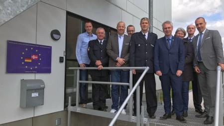 Gruppenfoto von deutschen und dänischen Polizisten und Torsten Geerdts