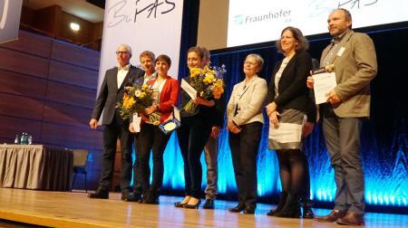 Gruppenfoto mit den Preisträgern und Kristina Herbst