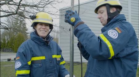 Das Video zeigt Staatssekretärin Kristina Herbst beim Technischen Hilfswerk.