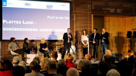 LV. v.l.n.r. Lars Jessen, Antje Hubert, Dörte Hansen, Ingbert Liebing, Sarah Thede, Sönke Thede, Jan Graf