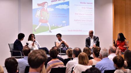 im Gespräch (v.l.n.r.): Ursula Weidenfeld, Antje Tillmann, Monika Heinold, Prof. Marcel Fratzscher, Adelheid Sailer-Schuster