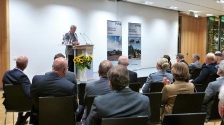Inspekteur des Heeres, Generalleutnant Jörg Vollmer hält den Festvortrag