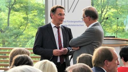 LV. Staatssekretär Ingbert Liebing im Gespräch mit Uli Wachholtz, Präsident des UV Nord