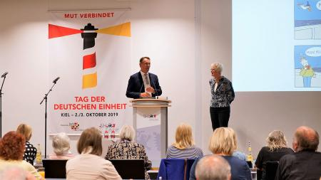 LV. Staatssekretär Ingbert Liebing begrüßt Marianne Ehlers