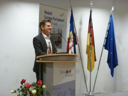Minister H. Garg begrüßt die Gäste