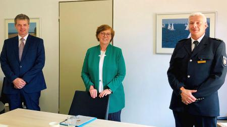 links Markus Bolten, in der Mitte die Ministerin, rechts Dirk Keller