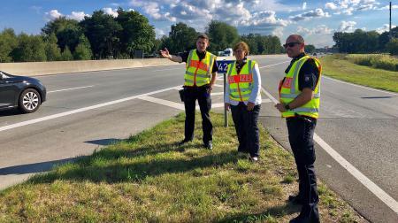 Ministerin Sabine Sütterlin-Waack mit den Autobahnpolizisten Yannick Porepp und Marcus Schulz