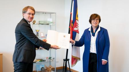 Ministerpräsident Daniel Günther ernennt Sabine Sütterlin-Waack zur Innenministerin.