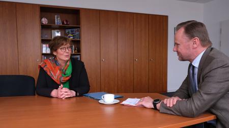 Ministerin Sütterlin-Waack und Andy Grote im Gespräch