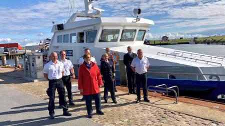Sabine Sütterlin-Waack gemeinsam mit der Crew