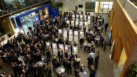 Gäste beim Parlamentarischen Abend des Verbands für Schiffbau- und Meerestechnik e.V. (VSM) im Foyer der Landesvertretung Schleswig-Holstein
