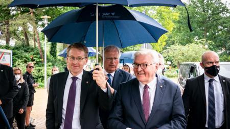Ministerpräsident Günther und Bundespräsident Steinmeier auf dem Weg zur Jahrestagung der Landkreise.